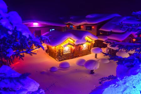 [圣诞]<雪乡汽车2日游>哈尔滨起止,0购物0强销,1晚标炕,美餐40起,行摄梦幻家园,轻越亚雪公路,漫步雪韵大街,欣赏二人转,无忧之旅