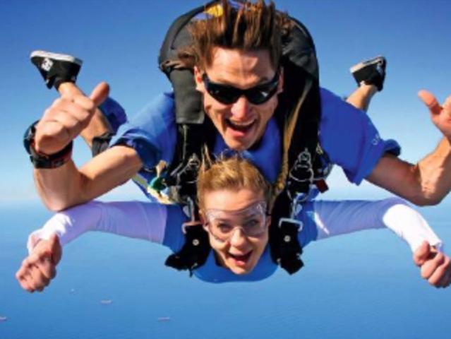 <澳大利亚-悉尼卧龙岗跳伞 游>14000英尺高空跳伞,体验北卧龙岗海滩,欣赏卧金色沙滩