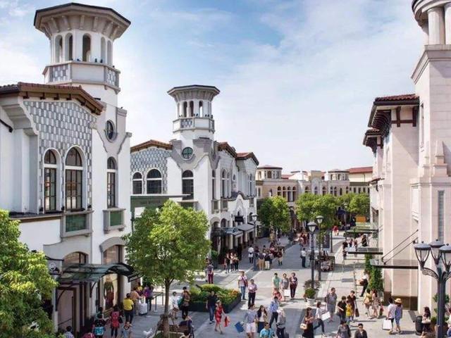 <巴塞罗那奥特莱斯打折购物村往返巴士(免打印+免费WIFI+每小时发车+九折购物卡)>