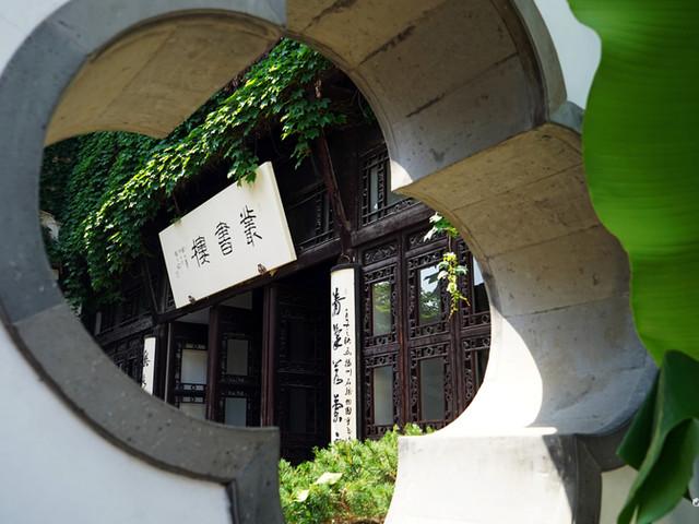 <何园+个园+卢氏盐商住宅+史可法纪念馆+东关街历史街区一日游【园林游】>