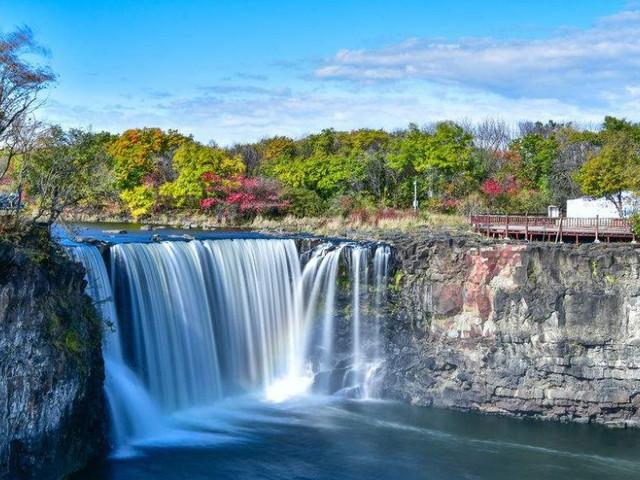 <牡丹江出发 镜泊湖+吊水楼瀑布+地下森林一日游>亲近山水 有氧运动 可自选半湖或全湖游船