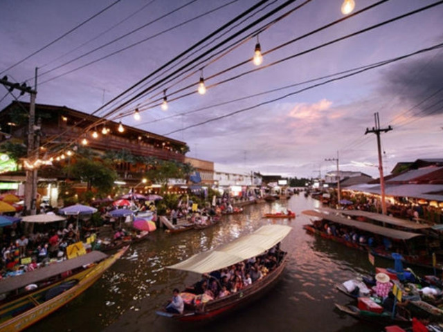 <曼谷安帕瓦水上市场+萤火虫+美攻市场中文一日游>