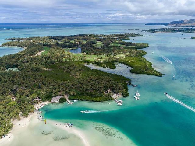 <毛里求斯鹿島雙體船巡游水上三項一日游>休閑刺激盡在一日 BBQ 挑戰感官的水上三項 登島休閑沒有一個讓你失望