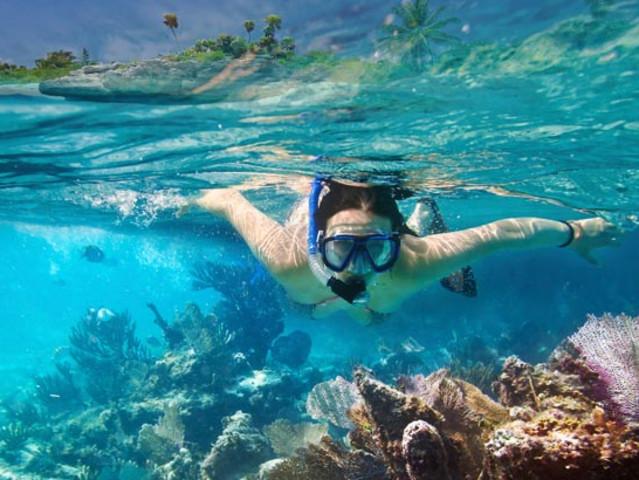 <毛里求斯蓝湾玻璃底船浮潜+自然桥+圣水湖+南部四驱车一日游>人文景观运动越野三合一 上天入海嗨嗨嗨
