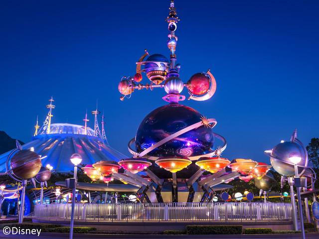 <香港迪士尼乐园门票 梦幻乐园奇妙游>设有「反斗奇兵大本营」、「灰熊山谷」及「迷离庄园」等亚洲特色创意游戏园区