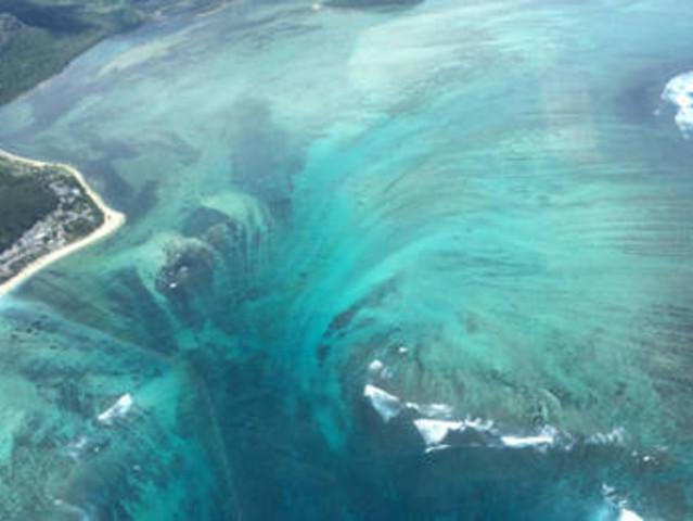 <海上幻境 毛里求斯西南莫纳山海底瀑布直升机观光> 惬意直升机特色线路 位置有限 提前预定 含酒店接送
