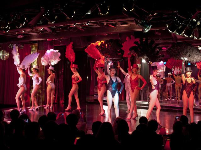 <【曼谷克里普索人妖秀】>高人气百老汇歌剧 体验色彩艳丽 滑稽搞笑的反串表演 当日可订、快速出票