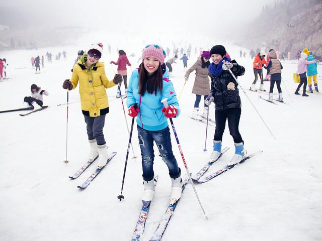 <兰州兴隆山滑雪场全天不限时滑雪票>多票种任选  激情滑雪  含滑雪5件套(雪服、雪鞋、雪板、存衣柜、魔毯)