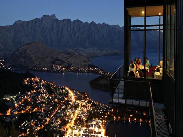 < 新西兰-南岛-皇后镇skyline天空缆车+自助餐+滑板车>皇后镇经典游玩项目 搭乘天际缆车登上鲍勃峰 从至高点欣赏南阿尔卑斯山壮观全景