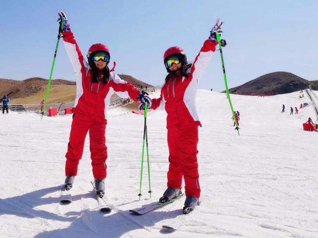 [春节]<桂林天湖滑雪+装备套餐 桂林全州天湖景区滑雪场冰雪世界>滑雪无须去北方,天湖等你来,按小时收费,每天限量500人