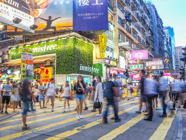 <【中文司导 专车接送】香港市区-香港国际机场单程接送机服务>中文司导,无语言障碍航班延误,免费等待90分钟,假期安全+方便+无忧