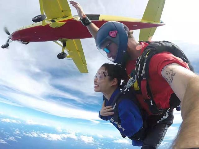 <【玩的就是心跳】塞班岛高空跳伞 >免费酒店接送/专业?#22616;?#24102;领/颁发证书/多高度可选