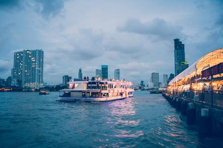 <泰国曼谷+芭提雅+格兰岛机票+当地7日游>提供当地接送、导游陪同、网红火车夜市、唐人街打卡、泼水狂欢、泰服体验、含一天自由活动、保证发团