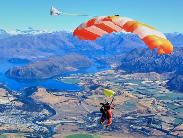 <新西兰旅游-南岛-皇后镇-瓦纳卡高空跳伞门票>上帝视角 俯瞰瓦纳卡美景 超凡体验 勇敢者的挑战