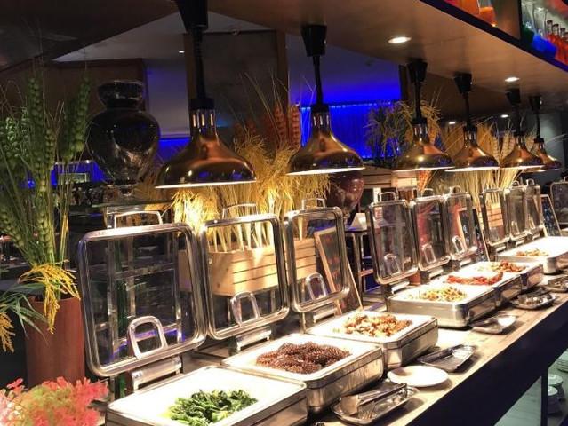 <厦门荣誉酒店梵尔纳餐厅自助餐>看美人鱼表演、海洋主题餐厅、上百种美味菜肴