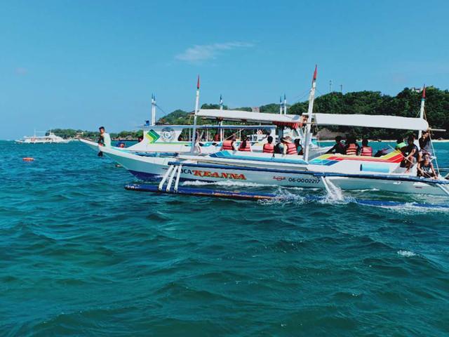 <菲律賓長灘島螃蟹船出海+水上摩托車+滑翔傘一日游【可加拍酒店接送+自助BBQ午餐】>