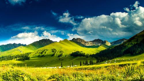 乌鲁木齐-吐鲁番-天山天池-那拉提草原-赛里木湖-独库公路-薰衣草基地双飞10日