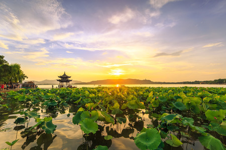 <杭州2日游>西湖散心、西溪湿地乘船游览、烟雨西塘古镇、G20钱塘夜景纯玩