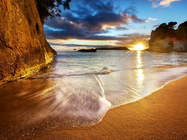 <新西兰旅游-北岛-奥克兰-科罗曼德 小火车 教堂湾 热水沙滩包车一日游>特色景点 热门线路 放松身心 享受新西兰独特的海滩