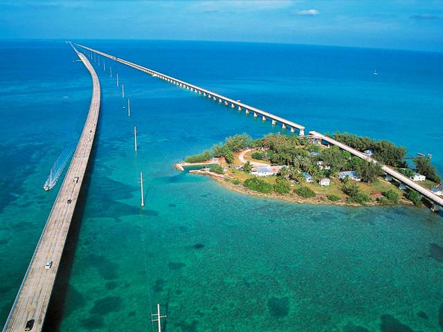 <美国迈阿密-西礁岛包车一日游>美国的天涯海角-七英里桥+日落广场+海明威之家,司导专车服务7座15座车型任选