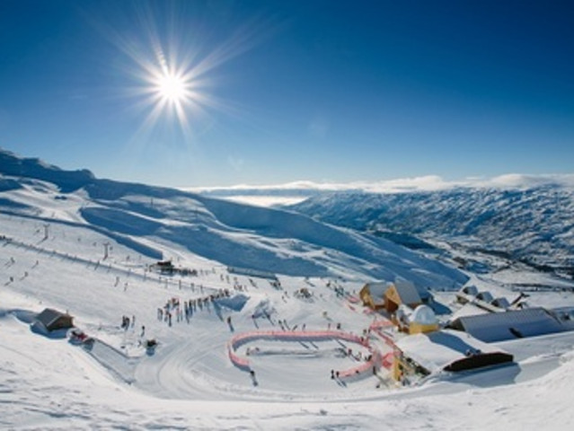<北京密云云佛滑雪场>挑战雪地摩托车 冰车 滑雪圈雪上项目