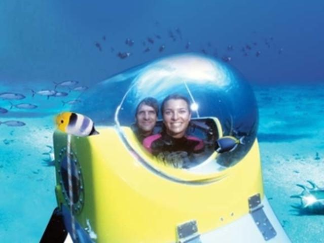 <惬意旅行毛里求斯海底摩托+深海潜水艇一日游 >(独特的海底体验 含午餐 水下世界双重刺激 网红海底摩托)