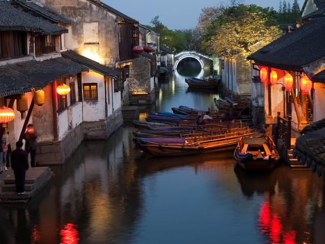 <【多套餐选择】苏州周庄1日游>古城区上门接,日游或夜游,随走随订,打卡网红古镇水乡