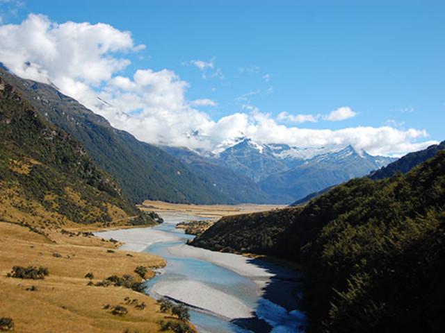 <【支持定制行程】新西兰南岛9日游>皇后镇2天自由活动3夜湖畔四星住宿 西海岸冰川- 孤独的树-TSS蒸汽船-米佛峡湾-小蓝企鹅-但尼丁(当地参团)