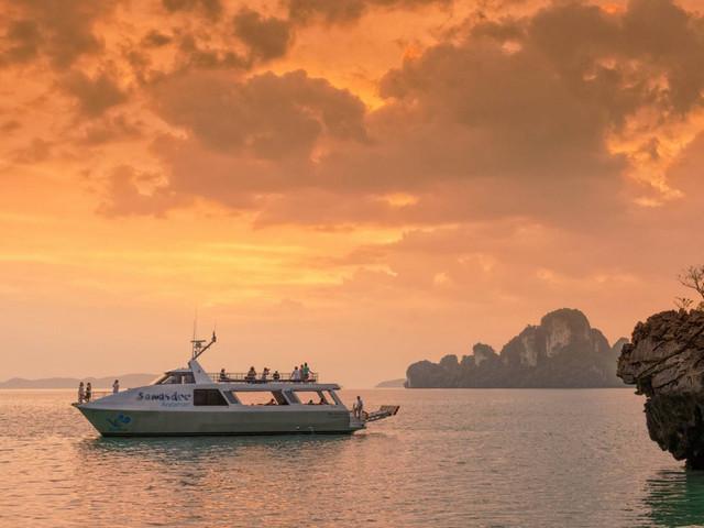 <【萨瓦斯第】泰国-普吉岛 攀牙湾暮光日落一日游>不早起 晚出发 豪华双体船 稳定不晕船 享美食 赏美景 高端出行之选