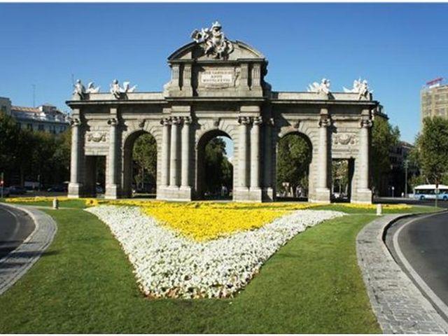 <西班牙葡萄牙5晚6日大巴游>巴塞羅那/馬德里王宮/哥倫布紀念碑/阿爾罕布拉宮/華倫西亞/阿卡扎堡/畢加索/貝倫塔 馬德里上 里斯本下(當地游)