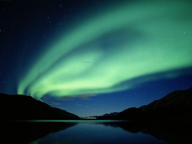 <芬蘭追尋北極光之旅6晚7日游>赫爾辛基集散、圣誕老人村、自費雪橇、滑雪、馴鹿農場參觀(當地參)