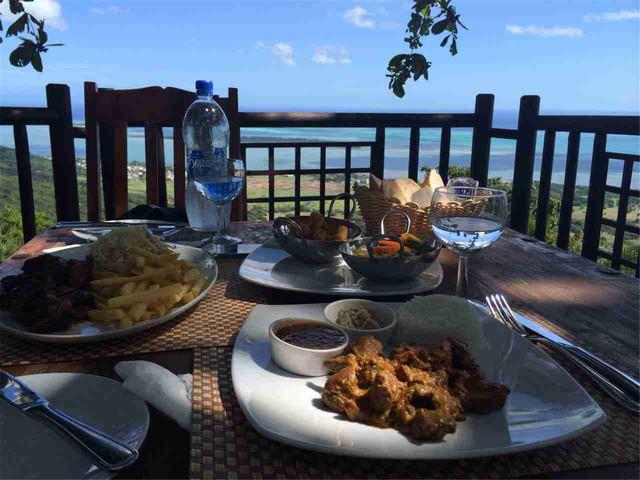 <毛里求斯天涯海角+鸟公园+七色土+山顶餐厅法餐一日游>含酒店接送